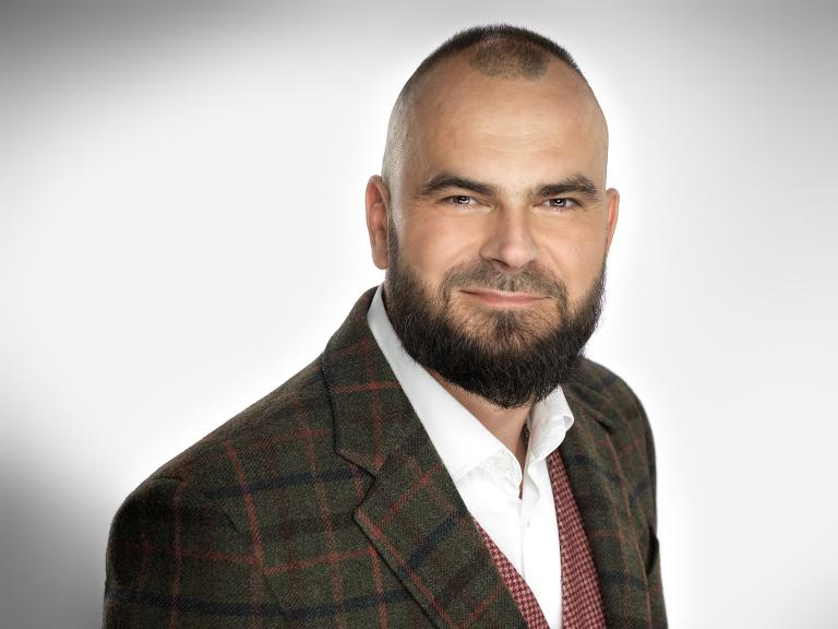 studyjny portret biznesowy mężczyzny