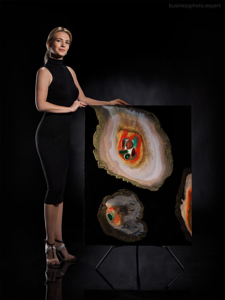 sesja zdjęciowa kobiety i jej obrazu